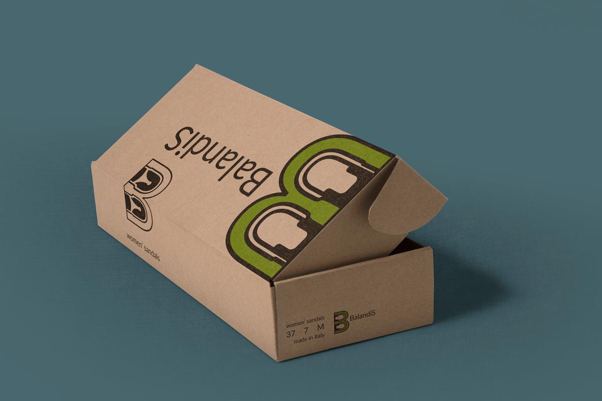 Фирменная коробка сдержана, но не строга