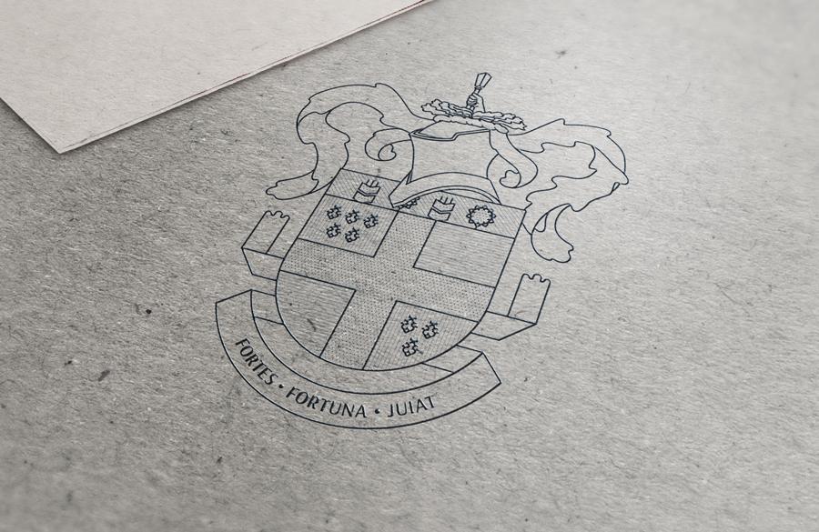 Графичное изображение герба заполнено линиями и точками, так званой геральдичной штриховкой, обозначающей соответствующий цвет.