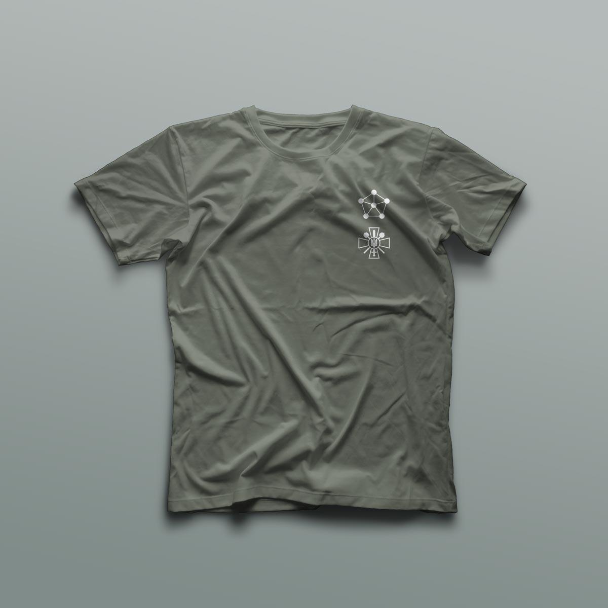 Эмблема может наносится на форменную одежду сотрудников.