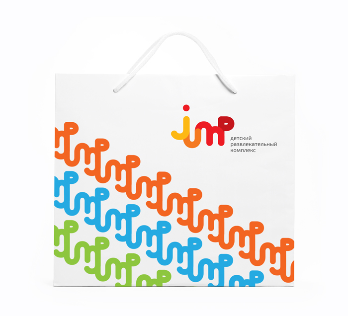 Форма знака легко развивается в фирменный паттерн, который будет выгодно смотреться на фирменной упаковке, сувенирах, одежде.