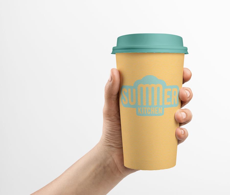 Все путешественники, заметившие фудтрак смогут угоститься вкусным кофе из фирменного стакана.