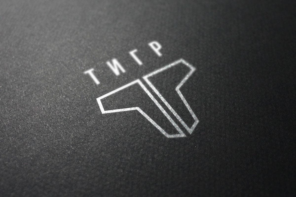 Завдяки своїй простій формі, логотип легко може бути нанесений на будь-яку поверхню або матеріал